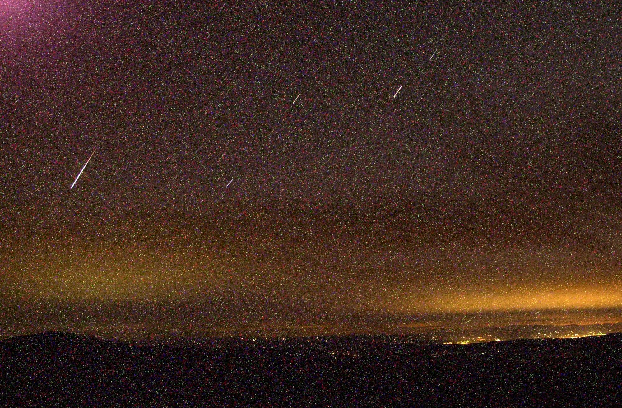 2001年11月18日,佛蒙特州一處出現獅子座流星雨。(美聯社)
