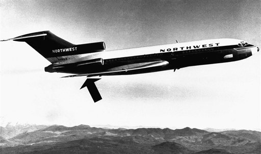 遭到劫機的西北航空波音727班機。箭頭處為機艙後門。美聯社