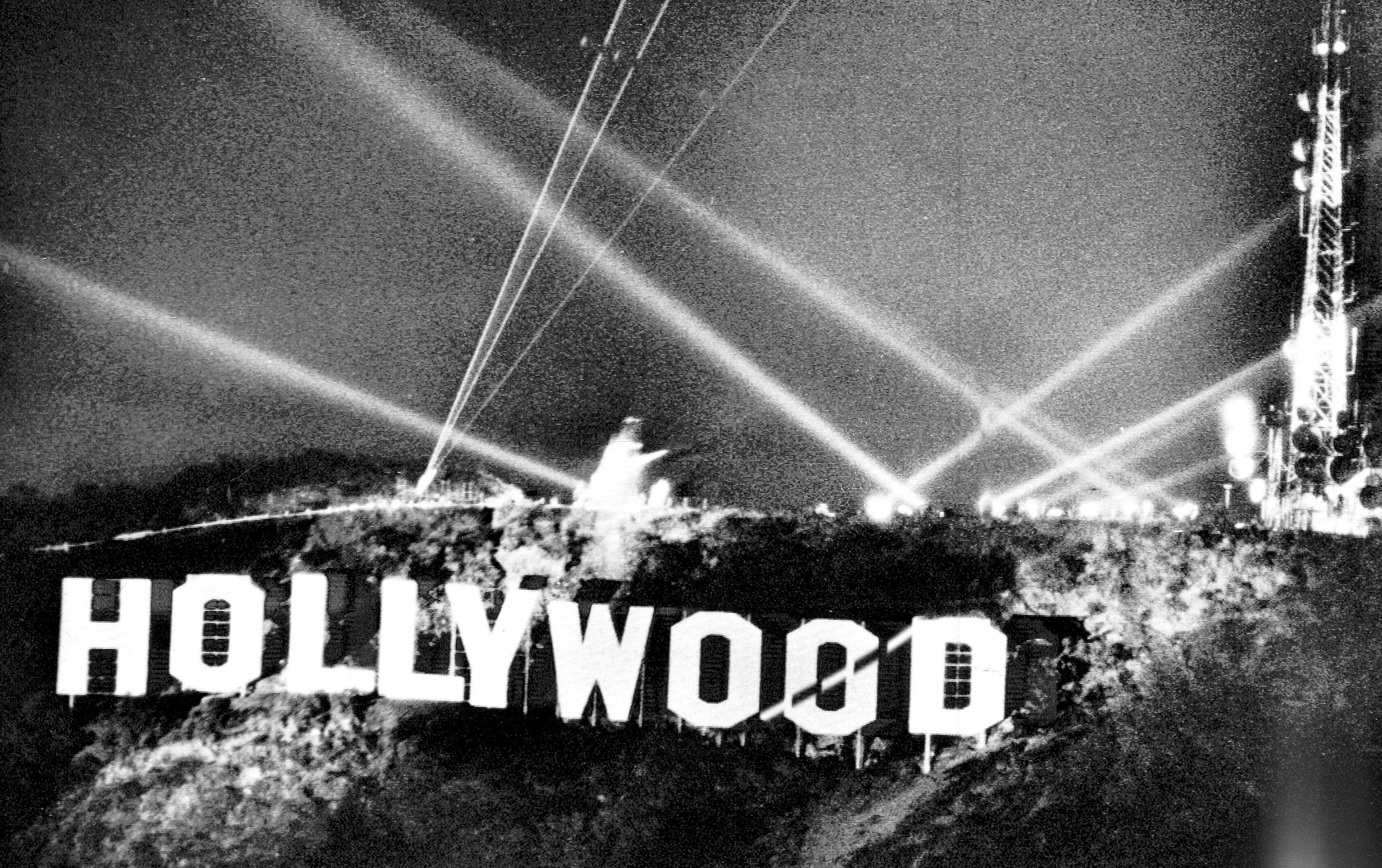 洛杉磯最著名的地標,應是矗立於「李山」山頂上的HOLLYWOOD標誌。1978年11月11日,花花公子創辦人海夫納等九人出資,換掉舊標誌,讓新的標誌更耀眼。(美聯社)
