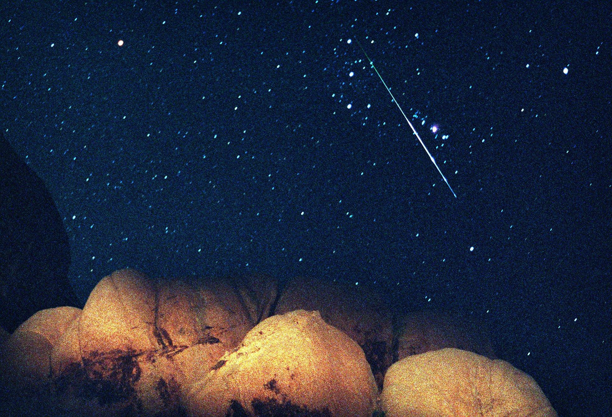 1997年8月12日的英仙座流星雨。(美聯社)