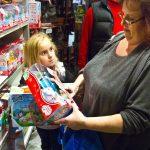 年終購物季最搶手 玩具手指猴賣到缺貨
