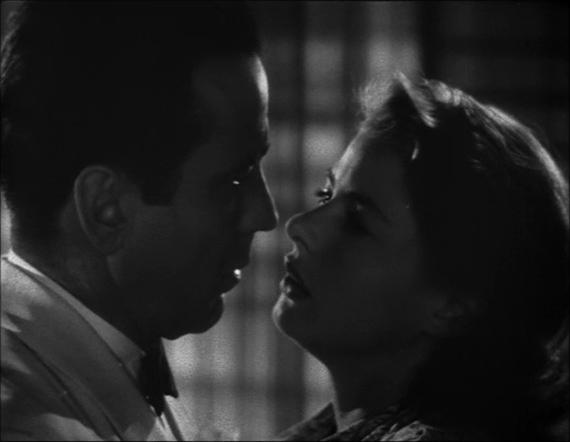 北非諜影電影劇照,圖右為飾演的女主角英格麗褒曼(Ingrid Bergman)、左為男主角亨伏利鲍嘉(Humphrey Bogart)。(WikiCommons)