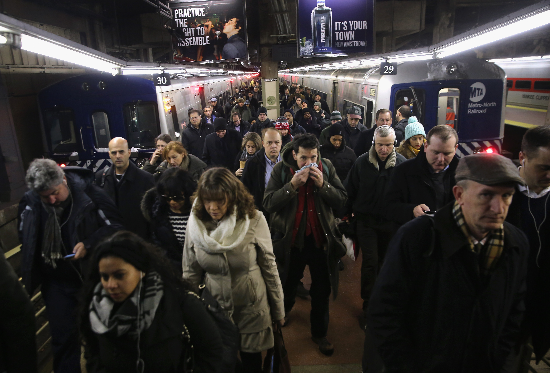 紐約中央車站每天擠滿了各州到曼哈頓工作的通勤族。(Getty Images)