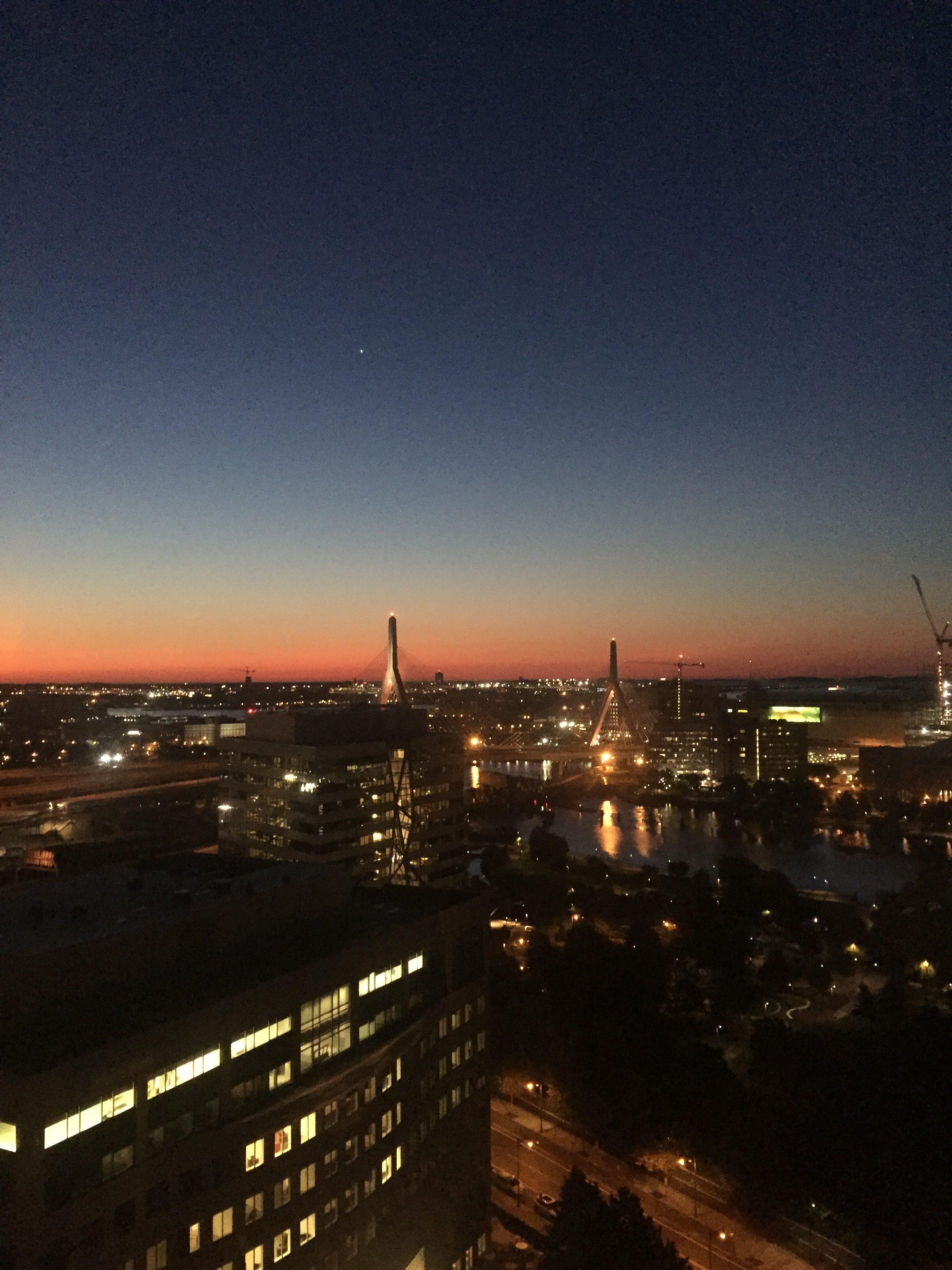 窗外望出去的黎明。(水仙提供)