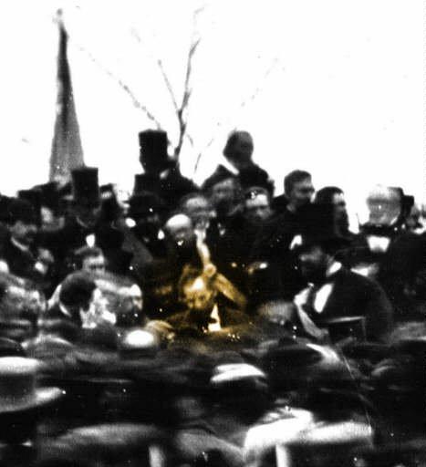 唯一證實亞伯拉罕·林肯(圖中金黃色區域)前往蓋茲堡的歷史照片。(WikiCommons)