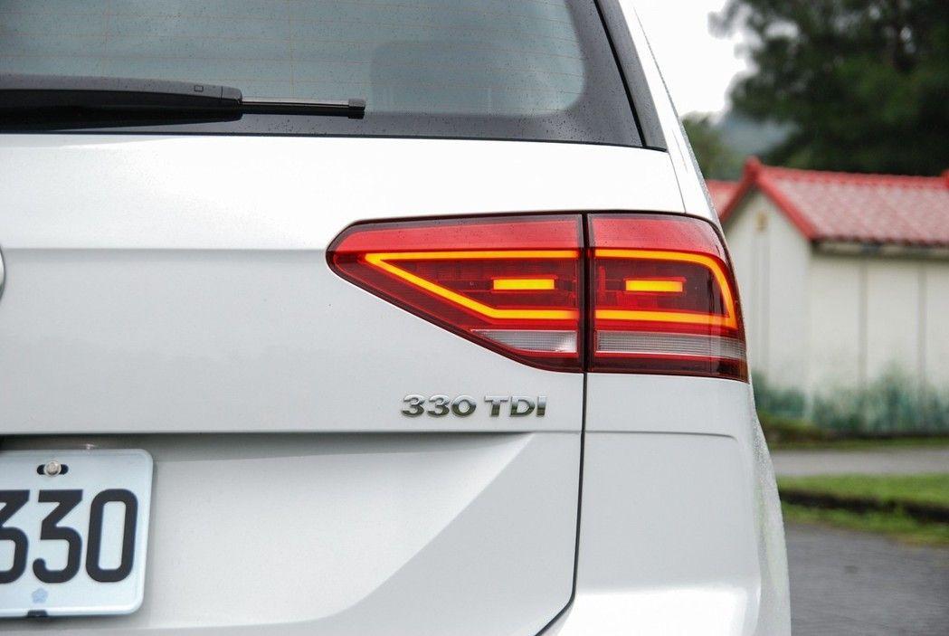 此番試駕的車款為 VW Touran R-Line 330TDI,在 R-Line 熱血套件的加持下,讓這部 MPV 車款更顯性格。 記者林鼎智/攝影
