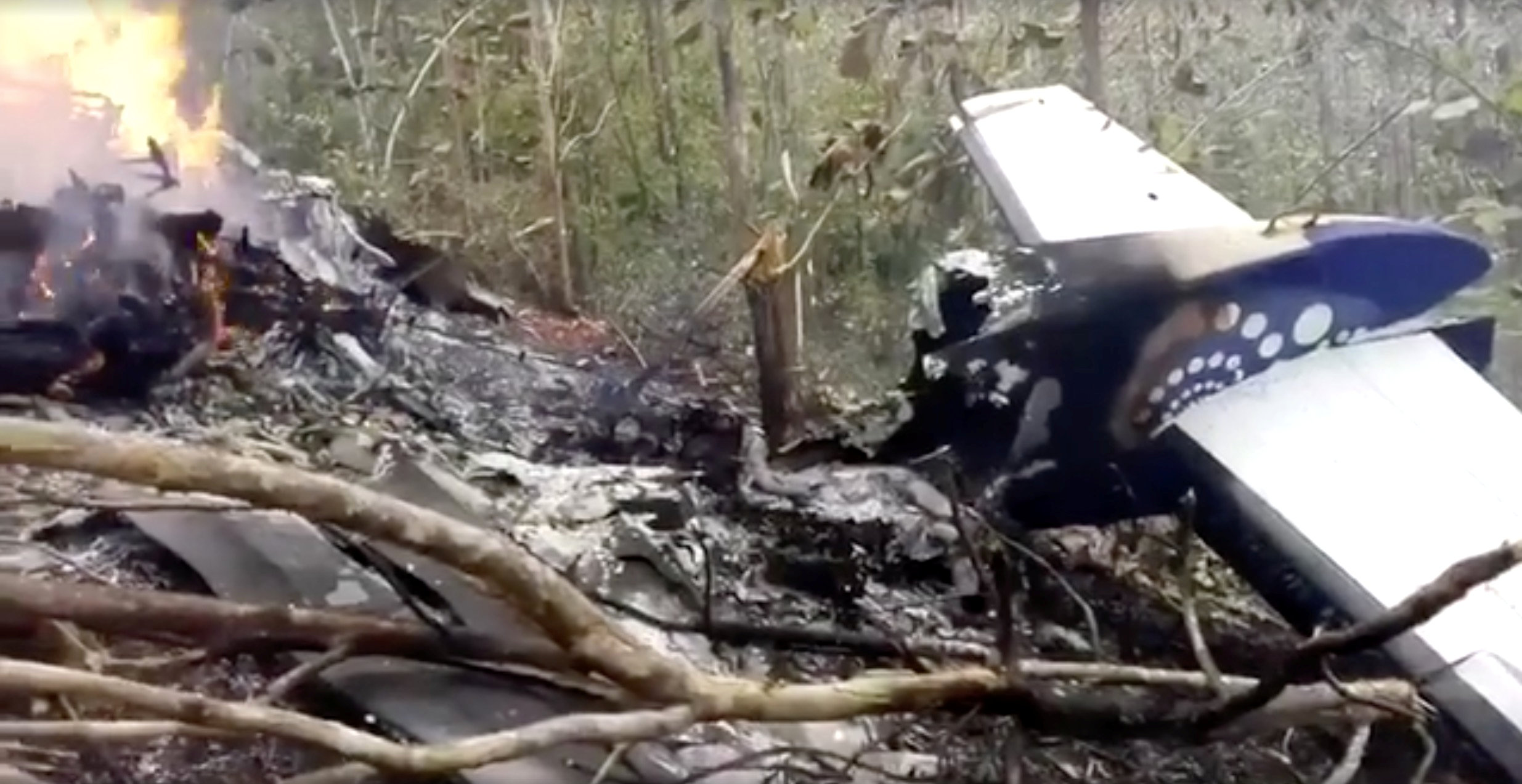 墜毀在哥斯大黎加山區的小客機殘骸。(路透)