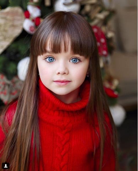 俄羅斯女童琪亞澤娃被封為「世上最美麗的女孩」。(翻攝自Instagram)