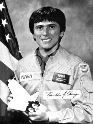 第一位華裔職業太空人張福林(Franklin Ro. Chang),1985年12月18日搭乘「哥倫比亞」號太空梭升空,將在太空中進行五天的科學實驗任務。(中央社)