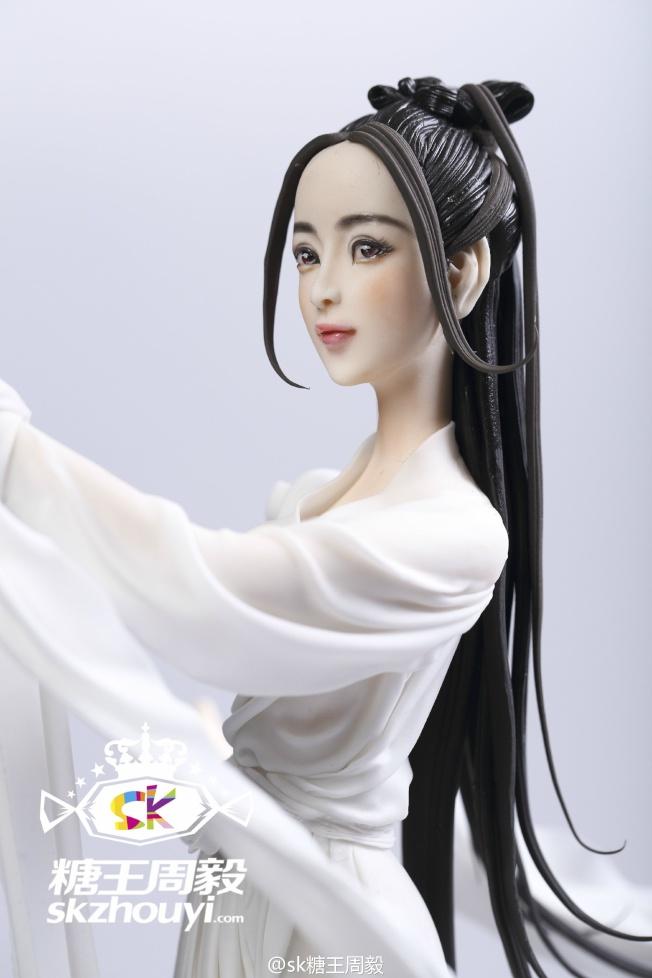周毅做的《三生三世十里桃花》女主角白淺的風翻糖人偶,為妙維肖。(取材自微博)