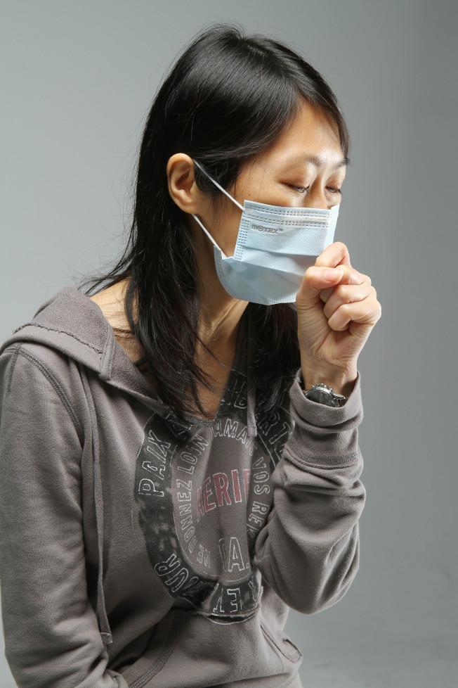 慢性咳嗽是肺阻塞常見的初期症狀,卻經常會被誤認為是單純吸菸或環境因素造成。(本報資料照片)