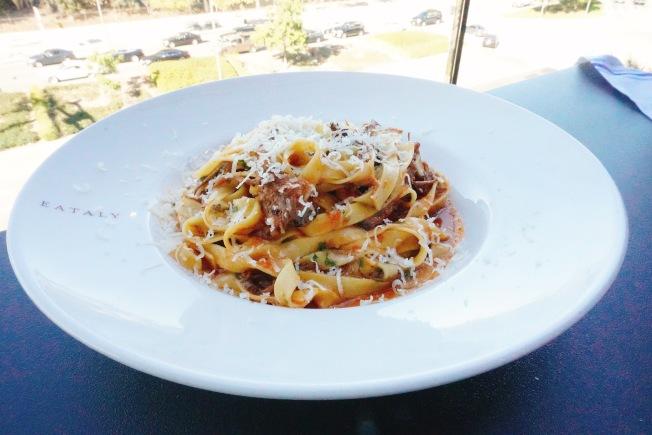 廣受好評的番茄牛肉義大利寬扁麵($24)。(記者莊婷/攝影)