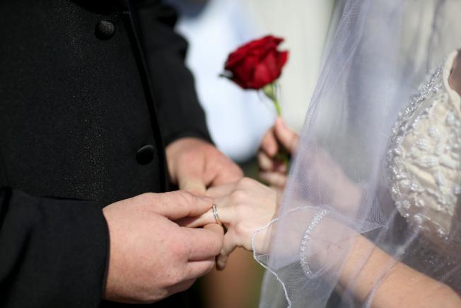 有調研顯示,有越來越多準夫妻會在邁入婚姻殿堂前簽訂婚前協議。(Getty Images)