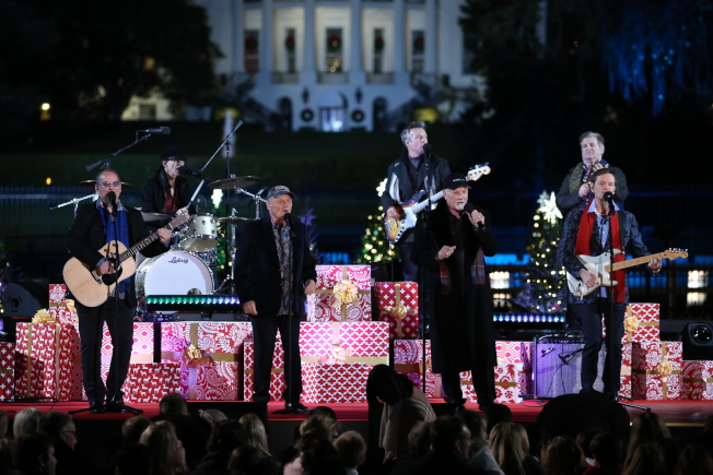 第95屆國家聖誕樹點燈儀式在白宮橢圓形廣場舉行。(記者羅曉媛/攝影)