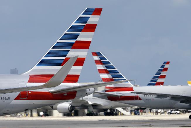 機師排休假出現錯誤,導致美國航空公司在聖誕假日期間有數千航班找不到飛行員。(美聯社)