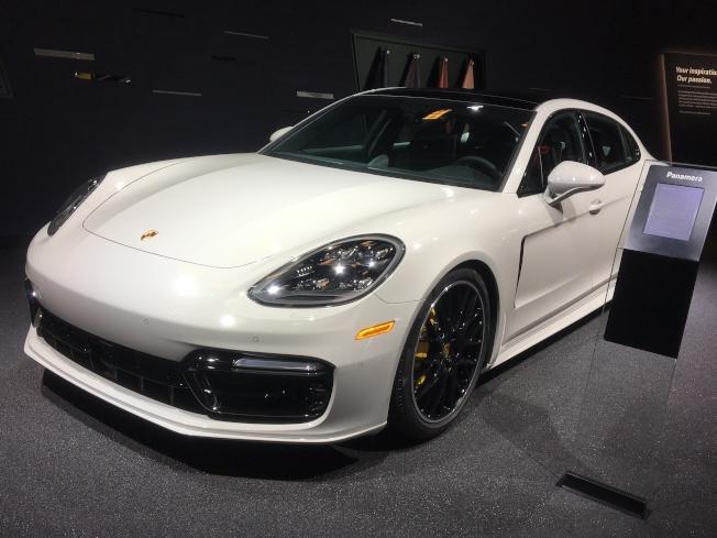 保時捷也出新車款911Carrera T,718 Boxster GTS,及718 Cayman GTS。(記者謝雨珊/攝影)