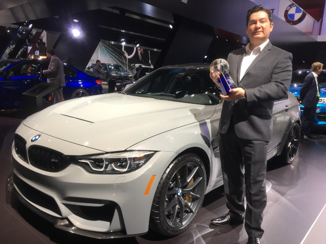 BMW獲選為2017年最被顧客喜愛的豪華車品牌、BMW3系被獲選為2017年最被顧客喜愛的微豪華車輛,現場由BMW產品科技專家Hector Arellano-Belloc領獎。(記者謝雨珊/攝影)