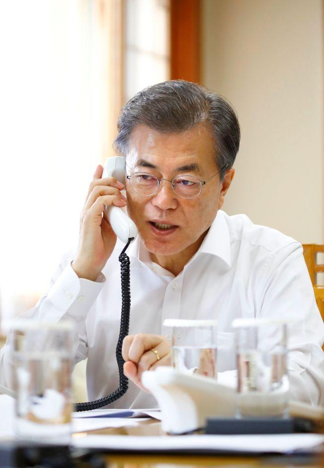 北韓發射洲際彈道飛彈後,川普總統與南韓總統文再寅通電話,商量應對措施。(Getty Images)