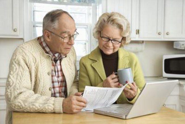 雙薪家庭可利用提早領取社安金的策略,把福利提到最高,同時獲得退休初期需要的收入。(Getty Images)