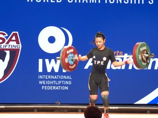 許淑淨30日在比賽中獲得93公斤級銀牌。(記者張宏/攝影)