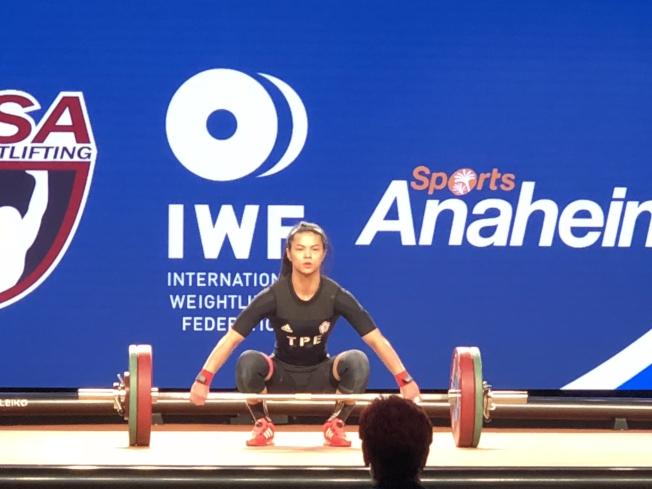 許淑淨30日在比賽中獲得93公斤銀牌(記者張宏/攝影)