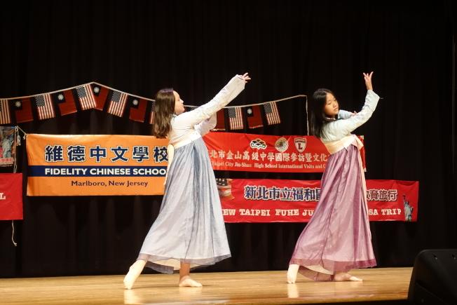 台灣學生在新州表演民族舞蹈。(記者謝哲澍/攝影)