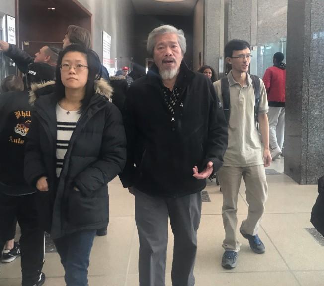 陳家齡(前中)與謝家人1日上庭聽審。(記者牟蘭/攝影)