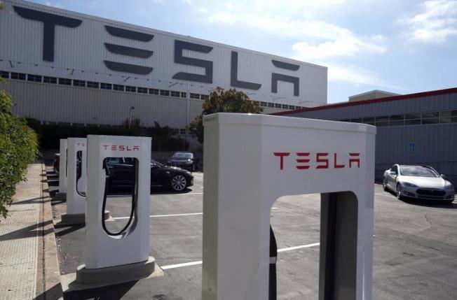 Tesla現在只有一個車廠,即圖中位於佛利蒙(Fremont)的車廠。(Getty Images)