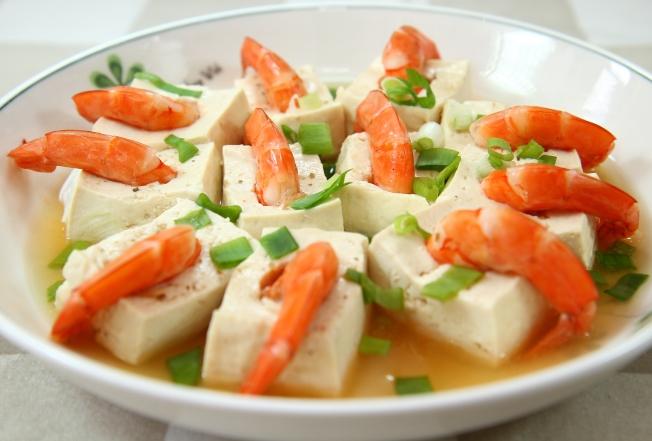 鮮蝦豆腐盒。(譚彥提供)