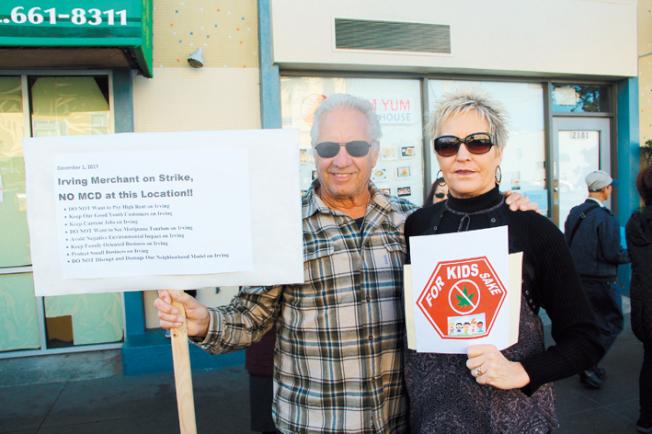 對抗大麻店的上訴人阿里奧托(左)及其妻子凱西阿里奧托。(記者李晗/攝影)