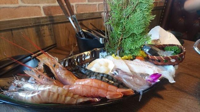營養師說,最簡單肉類選擇記法是:「2隻腳的比4隻腳的好,沒有腳的最好!」所以海鮮魚貝類的熱量最低。(記者劉嘉韻/攝影)