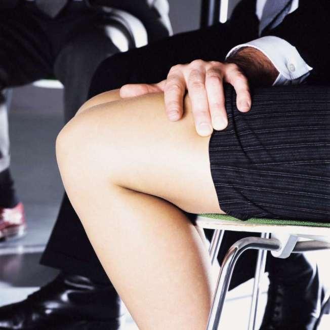 什麼是性騷擾?民調發現,男女認知有別,1/4的男性認為,向女性暴露身體,不算是性騷擾。(Getty Images)