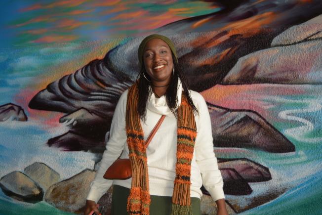 非營利組織「態度療傷團體」執行總監阿瑪拉表示,希望壁畫傳遞正能量,透過藝術教育民眾,緩解暴社區暴力等問題。(記者劉先進/攝影)