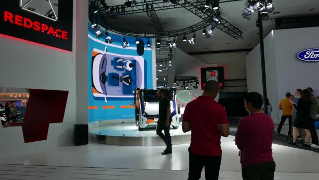 中國電動車製造商在車展上推出首款概念車「紅·夢想空間」。  (記者李雪/攝影)