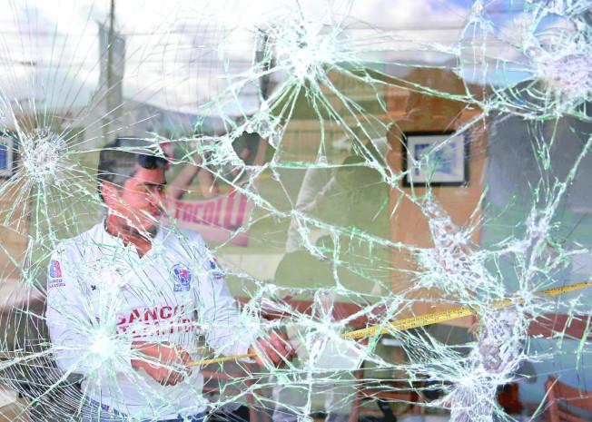 宏都拉斯首都德古西加巴的商店櫥窗遭砸毀。(歐新社)
