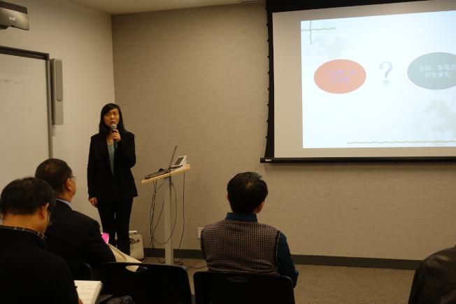 姜麗靜在華美協進社講解孔子女性後裔故事。(記者金春香/攝影)