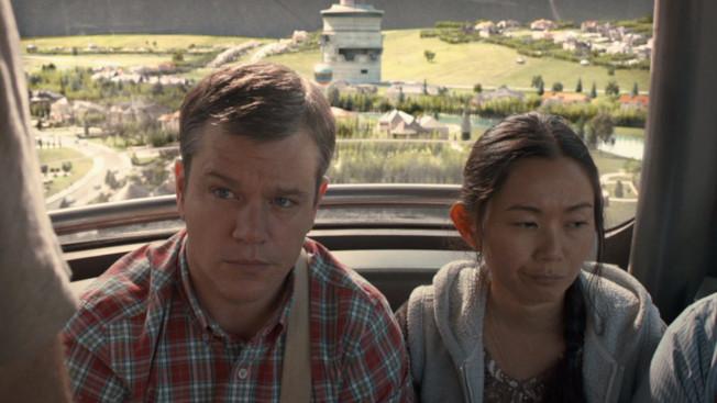 周洪(右)飾演越南難民,與著名男星麥特戴蒙(左)在片中有很多有趣的對手戲。(派拉蒙公司圖片)