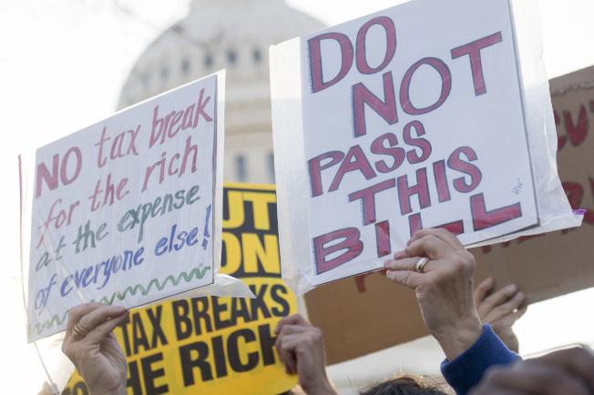 儘管民眾抗議,共和黨參院快馬加鞭通過稅改法案。(Getty Images)