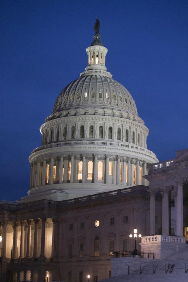 共和黨主導的參院挑燈夜戰,表決通過稅改案。(歐新社)