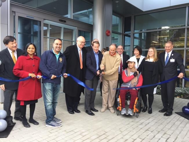 聖他克拉拉谷醫療中心索布拉托分院正式開幕,並舉行新大樓的剪綵儀式。(記者林亞歆/攝影)