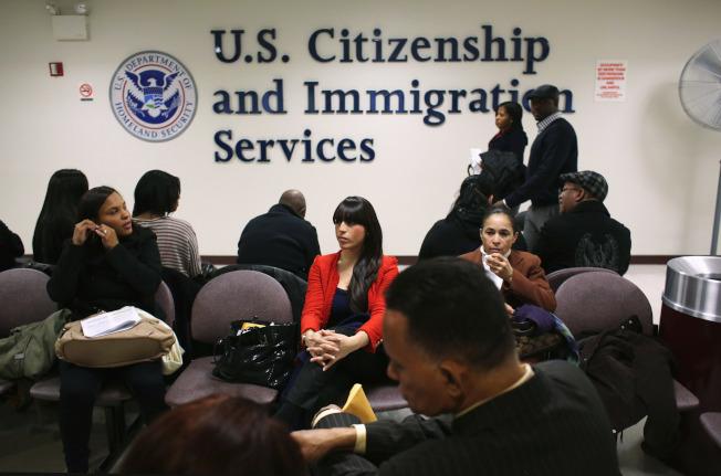 職業移民綠卡面試從10月1日起實施。(本報檔案照)
