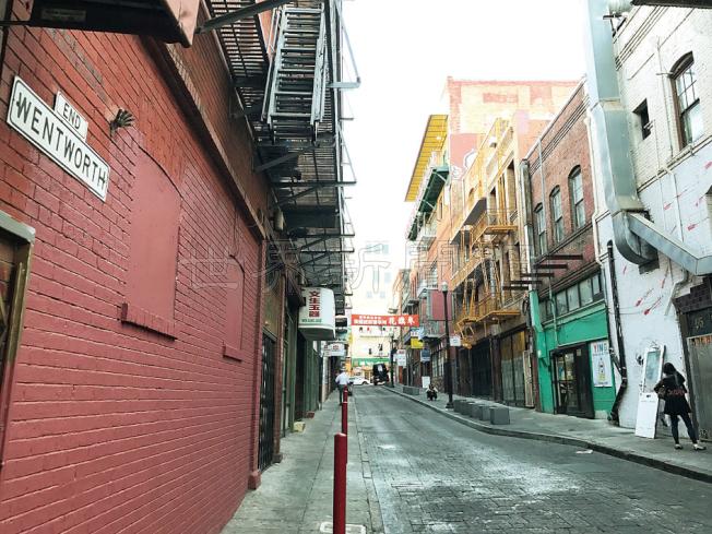 過去兩月華埠德和街共有兩家麻將館先後被蒙面持槍的華裔男子洗劫。(記者李秀蘭/攝影)
