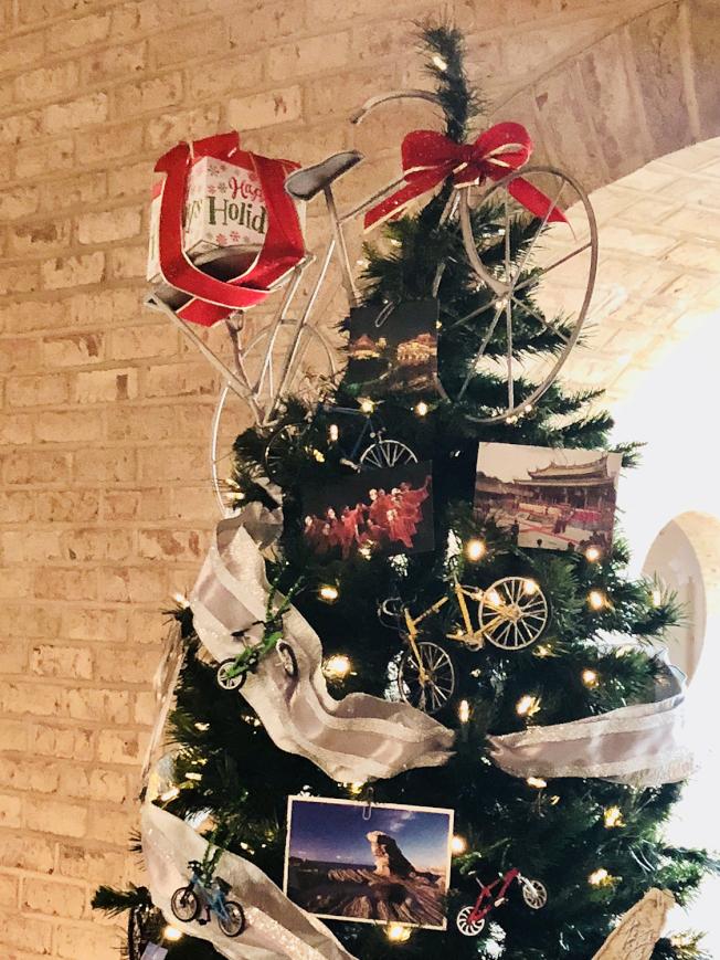 以自行車為主題的台灣聖誕樹。(陳家琪提供)