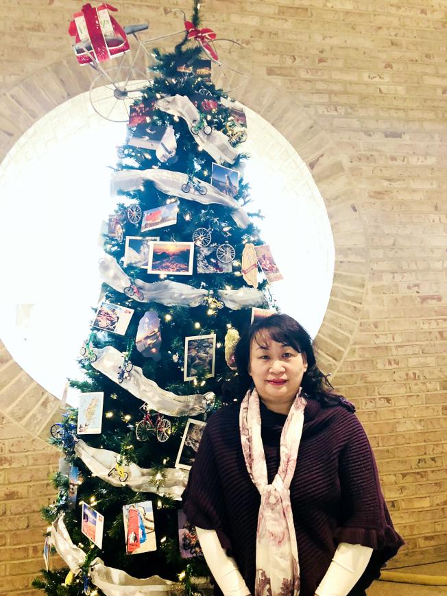陳家琪設計以自行車為主題的台灣聖誕樹。(陳家琪提供)