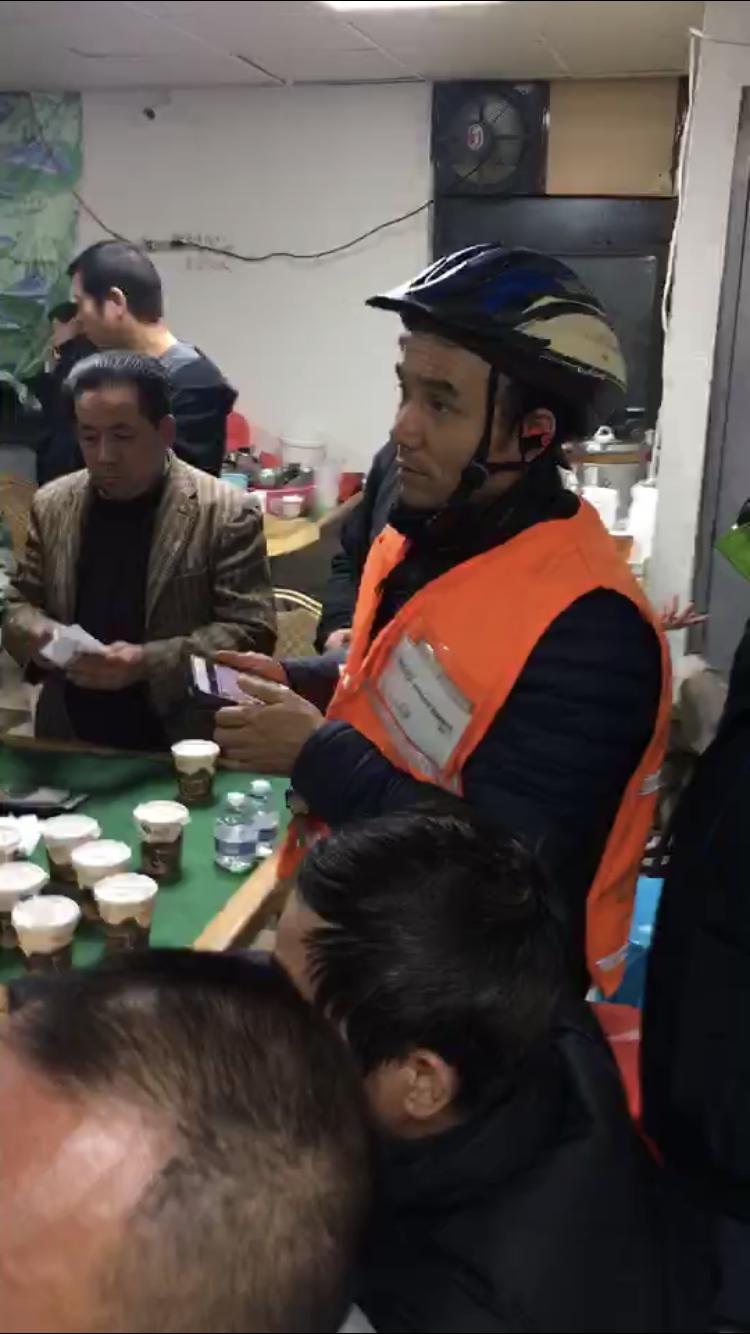 華裔外賣郎募款籌備大遊行,向白思豪喊話別逼死外賣郎。(華人互助聯盟工會提供)