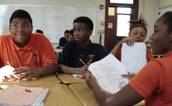 最新研究發現,特許學校是美國種族隔離最明顯的學校。圖為密爾瓦基的數學科學學院,逾98%學生為非洲裔。(美聯社)