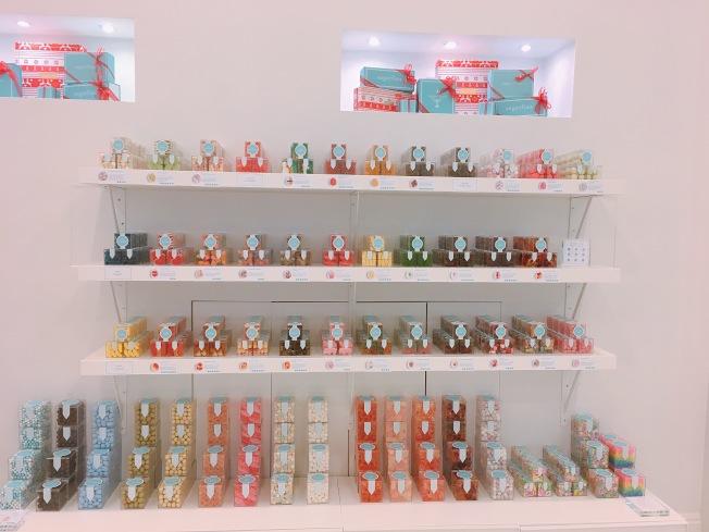 店內有超過80種口味的糖果,甚至還有內含酒精成分的軟糖。(記者莊婷/攝影)
