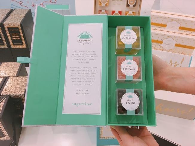 除了經典包裝,還可以選擇各式客製化的精美包裝,非常適合送禮。(記者莊婷/攝影)