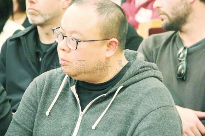 何文健出席10月時的規畫委員會聽證會。他曾放話將獲規畫委員會全票通過的預言已經應驗成真。(本報檔案照片)