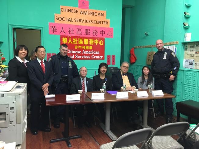 羅添福(左二)、寇頓(左四)、唐鳳巧(左五)、安吉諾(左六)針對校園霸凌事件向華裔家長進行介紹。(記者黃伊奕/攝影)